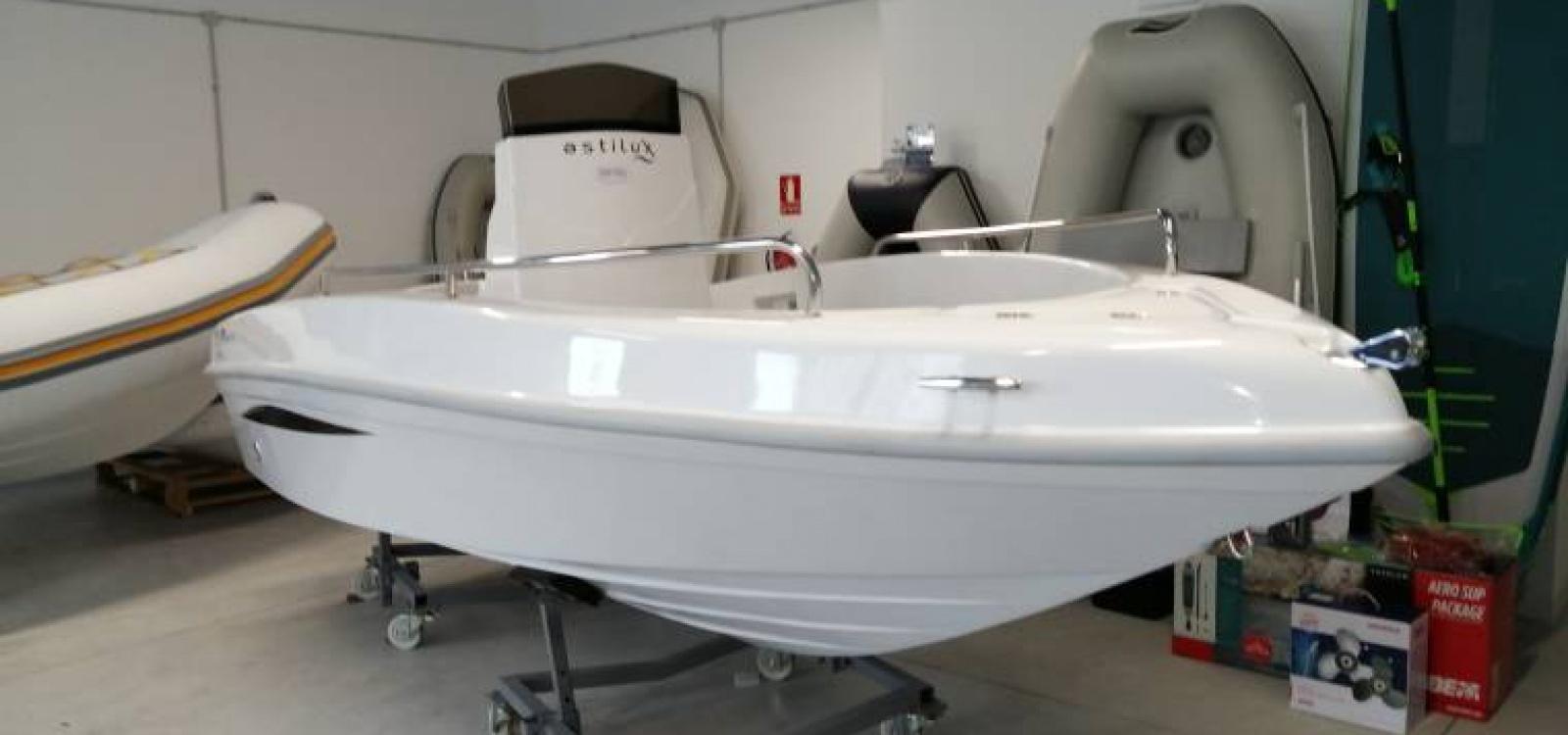 Vigo,Pontevedra,España,Barco a motor,2148